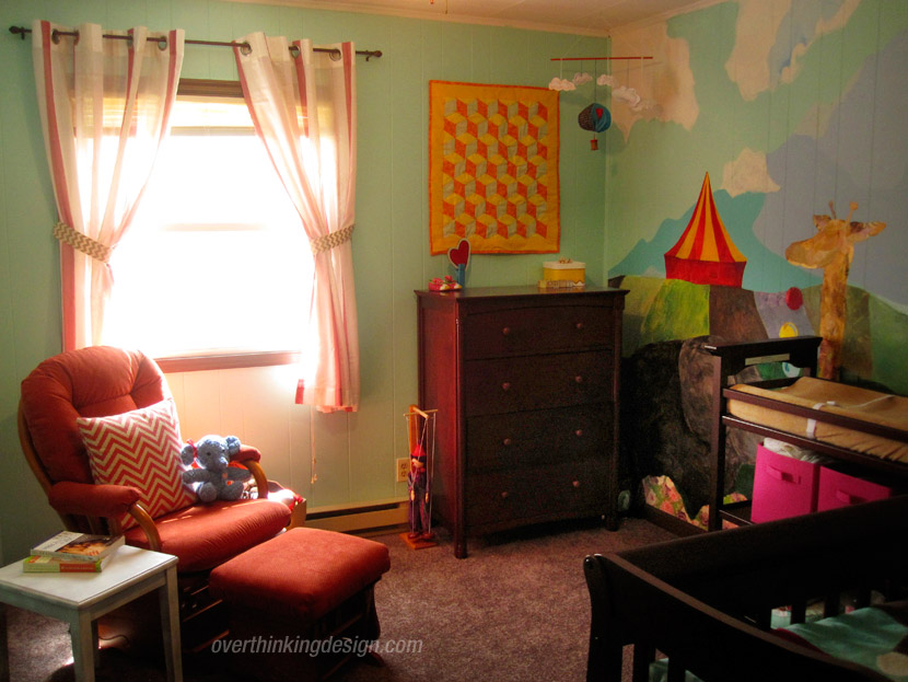 Overview photo of the baby room with circus decor